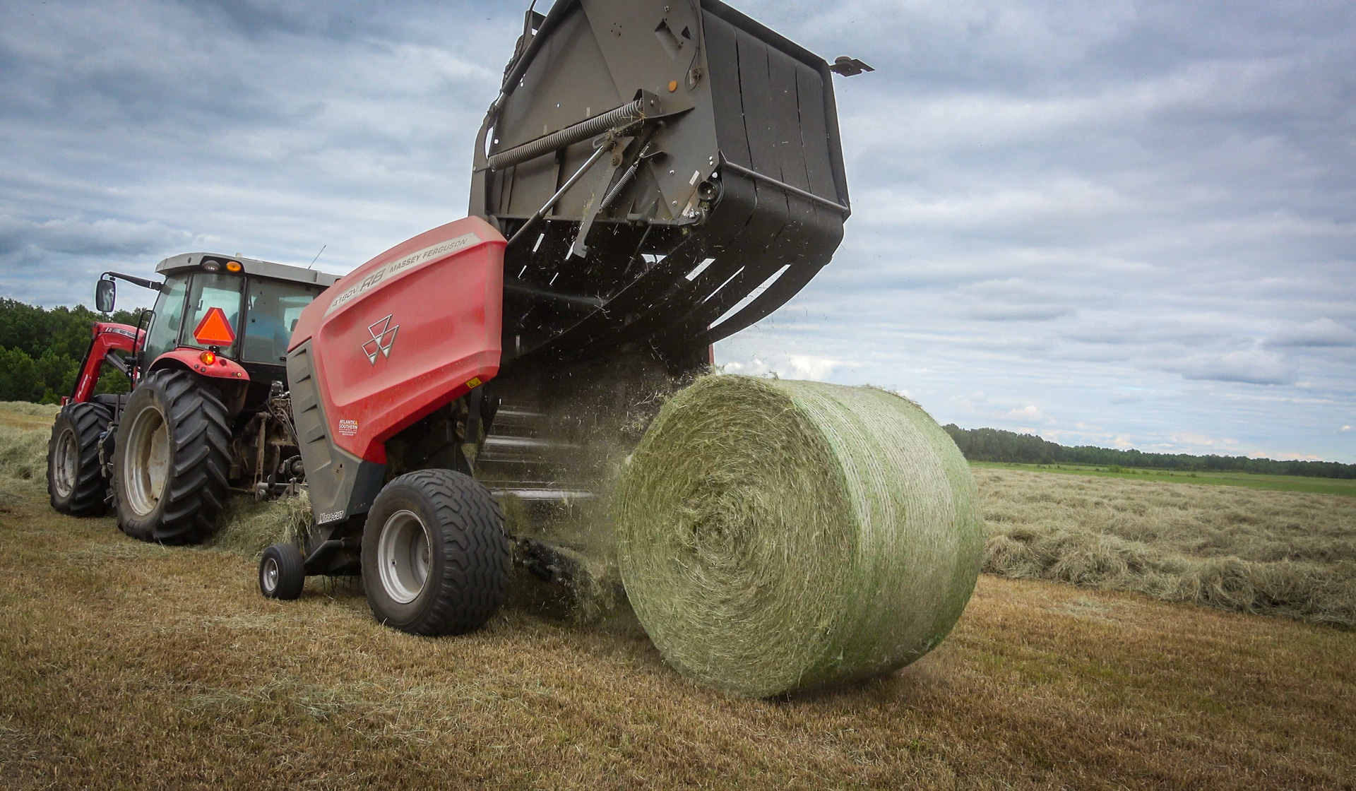 A fast back door allows for quick bale release and less time in the field.